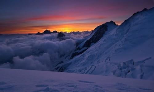 Zdjecie FRANCJA / Alpy / Mt Blanc / Świt na grani Gouter