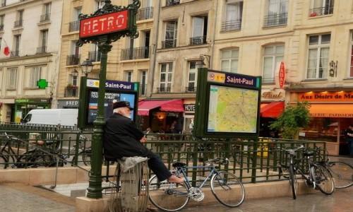 Zdjecie FRANCJA / - / Paryż / Na śmietniku siedzę se...