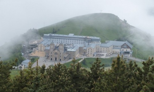 Zdjęcie FRANCJA / Isere / La Salette / La Salette _ sanktuarium i część hotelowa
