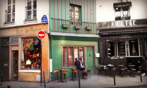 Zdjecie FRANCJA / - / Paryż / Na rogu dwóch ulic...