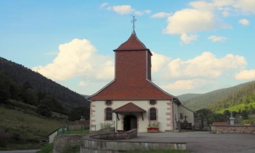 FRANCJA / Wogezy / Le Valtin / kościółek na wzgórzu...