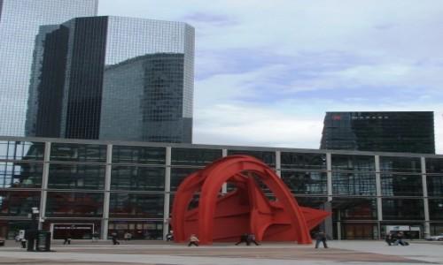 Zdjecie FRANCJA / Paryż / La Défense / Czerwony pająk