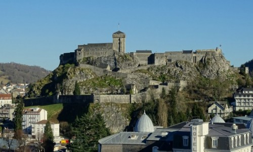 FRANCJA / Hautes-Pyrénées / Lourdes / Zamczysko