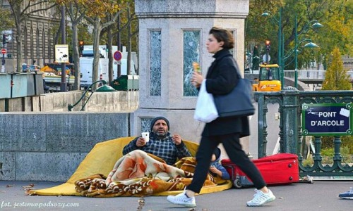 Zdjecie FRANCJA / - / Paryż / Most, który łączy dwa światy...