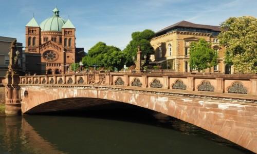 FRANCJA / Alzacja / Strasburg, Eglise catholique Saint-Pierre-le-Jeune / zachwyca architekturą...