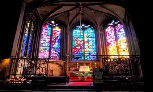 FRANCJA / Lotaryngia / Metz-katedra / słynie z ogromnych witraży...