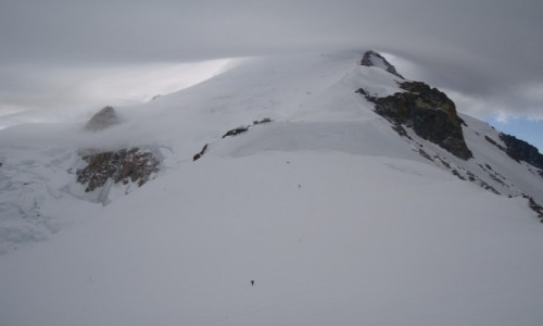 FRANCJA / Masyw Mont Blanc / schron Vallot 4362 m n.p.m. / Ostatnie podejście do Vallota!