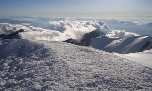 FRANCJA / Masyw Mont Blanc / schron Vallot 4362 m n.p.m. / Przy schronie.
