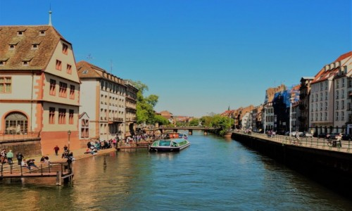 FRANCJA / Alzacja / Strasburg / można spacerem, albo łodzią...