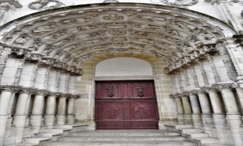 Zdjecie FRANCJA / Burgundia / Dijon / Dijon, św. Michał  - koniec