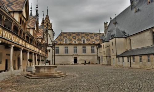 FRANCJA / Burgundia / Beaune / Beaune,hospicjum z XV w.