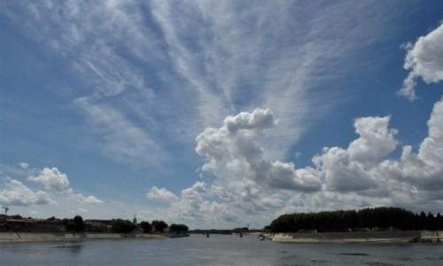 Zdjęcie FRANCJA / Prowansja / Arles / Arles, Rodan i niebo