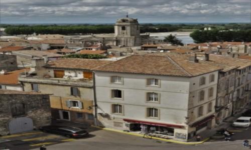 Zdjecie FRANCJA / Prowansja / Arles / Arles, ponad dachami