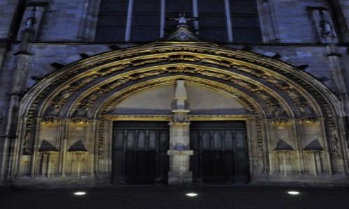 Zdjęcie FRANCJA / Akwitania / Bordeaux / Bordeaux, wieczór, średniowieczny kościół św. Piotra na szlaku św. Jakuba