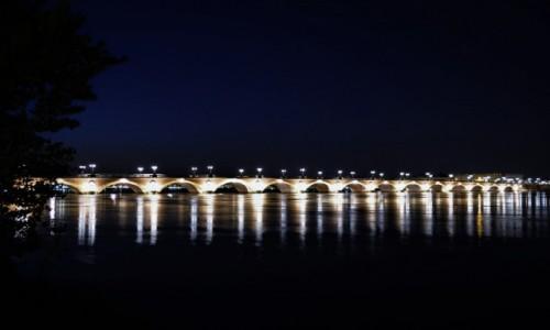 Zdjęcie FRANCJA / Akwitania / Bordeaux / Bordeaux, wieczór, kamienny most