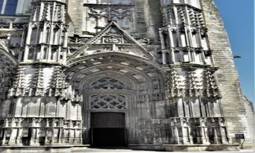 Zdjecie FRANCJA / Centre-Val de Loire / Tours / Tours, jedna z pięknych francuskich średniowiecznych katedr