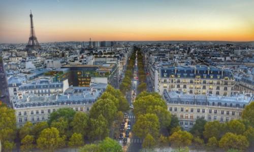Zdjecie FRANCJA / - / Paryż / A kiedy noc nastaje....