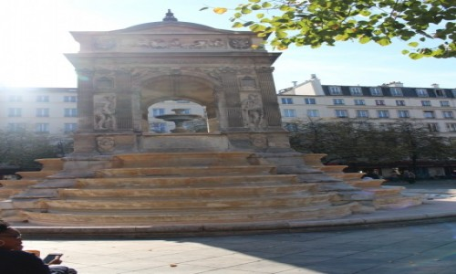 FRANCJA / Ile-de-France / Paryż / Fontanna niewiniątek