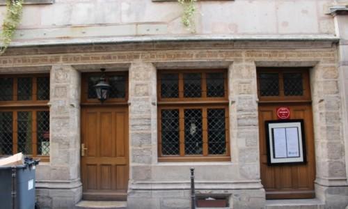 FRANCJA / Ile-de-France / Paryż / Najstarszy budynek w Paryżu