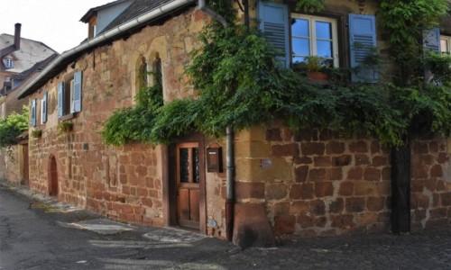 Zdjecie FRANCJA / Alzacja / Wissembourg / Wissembourg, zakamarki, dom gotycki