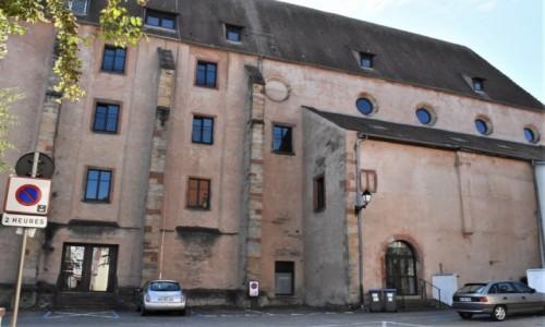 Zdjecie FRANCJA / Alzacja / Wissembourg / Wissembourg, zakamarki, dawny kościół Dominikanów, dziś państwowa instytucja