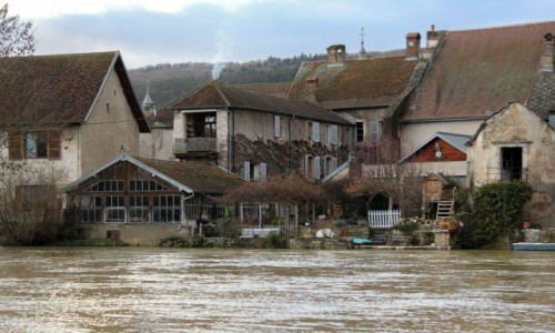 FRANCJA / Burgundia-Franche-Comté / Quingey / Urokliwe miasteczko
