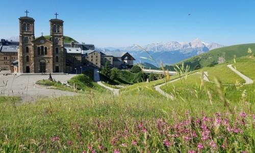 Zdjęcie FRANCJA / Alpy Delfinackie / Sanktuarium Notre-Dame de La Salette / W letniej odsłonie