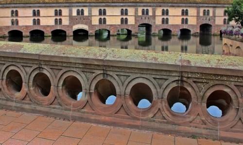 Zdjecie FRANCJA / Alzacja  / Strasburg / Na moście