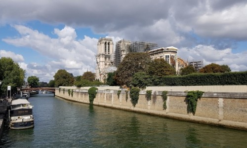Zdjecie FRANCJA / Ile-de-France / Paryż-Katedra Notre-Dame / Rekonstrukcja trwa...