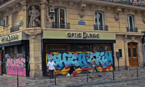 Zdjecie FRANCJA / - / Paryż / Święty i graffiti