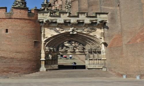 Zdjecie FRANCJA /  Oksytania / Albi / Albi, wejście do katedry