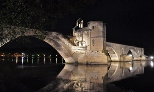 FRANCJA / Nad Rodanem / Avignon / Na moście w Avignon