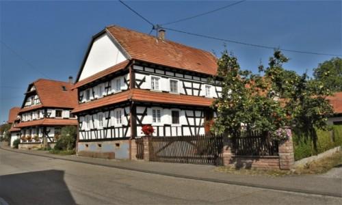 Zdjecie FRANCJA / Alzacja / Hunspach / Hunspach, posiada tytuł najpiękniejszej wsi we Francji