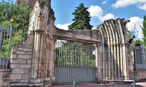 Zdjęcie FRANCJA / Oksytania / Tuluza / Tuluza, ruiny portalu kościoła pofranciszkańskiego