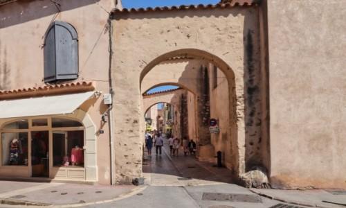 Zdjecie FRANCJA / Côte d'Azur / Saint Tropez / uliczka