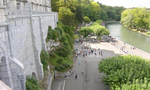 Zdjecie FRANCJA / brak / Lourdes / Przed grotą