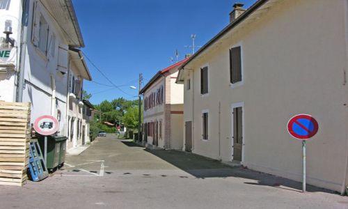Zdjecie FRANCJA / Akwitania / Vieux-Boucon / Zapomniana uliczka