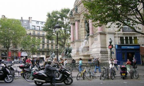 Zdjecie FRANCJA / brak / Paryż / Pomnik wbudowany w budynek