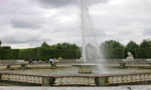 Zdjecie FRANCJA / brak / Paryż / Fontanna w Wersalu