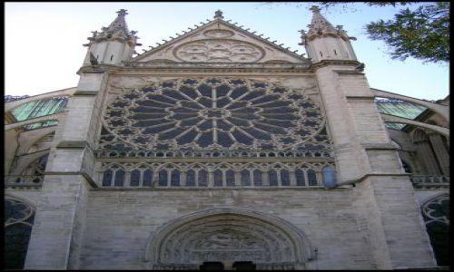 Zdjecie FRANCJA / Francja pólnocna / St.Denis / Fasada katedry z rozetą