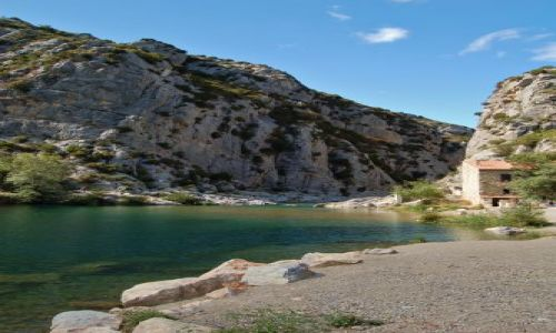 Zdjecie FRANCJA / Langwedocja-Roussillon / Tautavel / rzeczka w kanionie