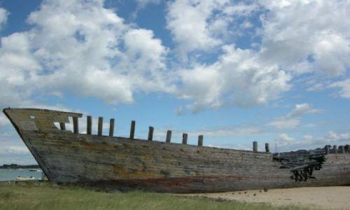 Zdjęcie FRANCJA / Bretania / Plaża niedaleko Etel / Porzucone