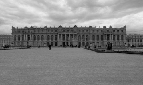 Zdjecie FRANCJA / Île-de-France / Wersal / Ciemne chmury nad pałacem..