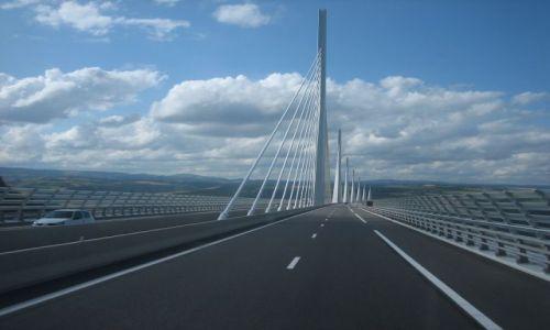 Zdjecie FRANCJA / Midi-Pyrenees / Okolice wiaduktu Millau / Millau