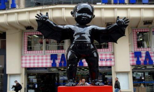 Zdjecie FRANCJA / Lille / ulica prowadzaca do Glownego Dworca / potworki