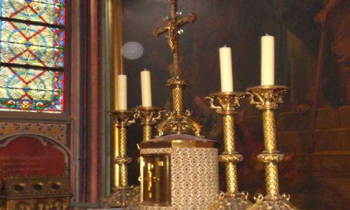 Zdjecie FRANCJA / Paryz / Katedra Notre Dame / Lichtarze w bocznej nawie