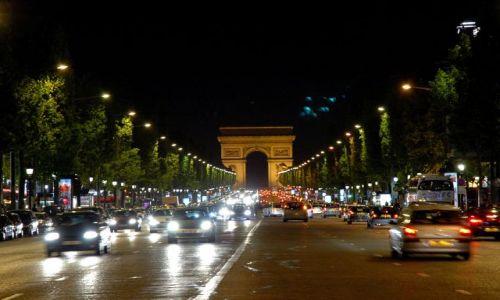 Zdjecie FRANCJA / Paryż / Pola Elizejskie / niebieskie ufo nad Paryżem .. :)