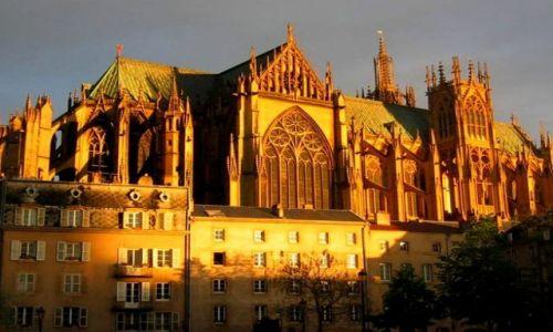 Zdjecie FRANCJA / Lotaryngia / Metz - Katedra / W blasku zachodzącego słońca