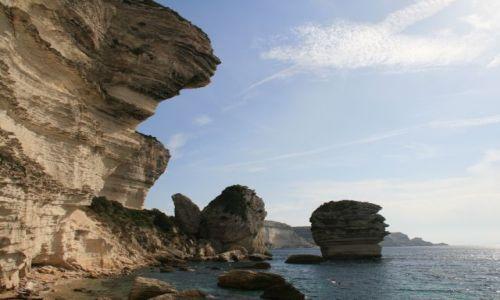 Zdjecie FRANCJA / Korsyka / Bonifacio / skaliste wybrzeże