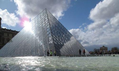 Zdjecie FRANCJA / brak / Paryż / luwr pod wodą
